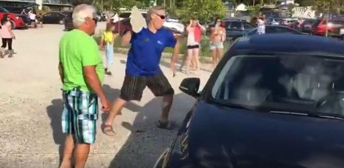 man frees dog inside car 1